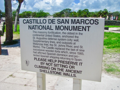 sign marking the national monument of the Castillo