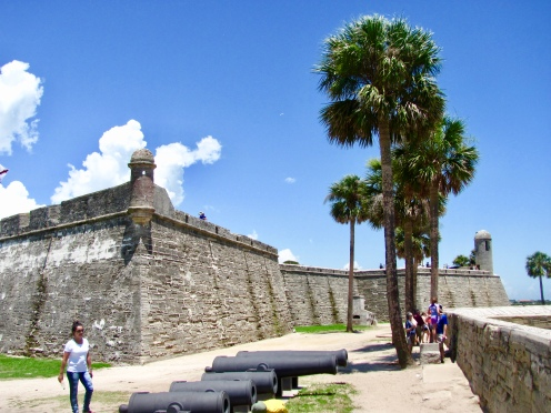 side exterior view of the Castillo facing the bay